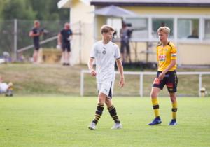 Erik Gustavsson slog till tre gånger om med vänstern när Skiljebo vann den äldsta pojkklassen på Aroscupen.