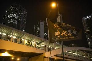 Prodemokratiska demonstranter utanför den lagstiftande församlingens byggnad i Hongkong. Bilden är från december 2019. Arkivbild.