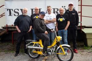 Björn Vestman, Kent Zidén, Peter Sundell, Jan Zidén, Lars Forsström och Kalle Zidén är medlemmar i TSV-Blårök och anordnade moppisrallyt under lördagen.