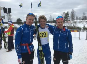Alexander Karlsson, Gustaf Berglund och Axel Jutterström fixade guldet till IFK Mora i stafetten.Foto: IFK Mora
