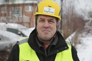 Byggpartners platschef för storbygget, Mats Eriksson, berättar att uppåt 35 man kommer att vara sysselsatta med bygget samtidigt. Frågan som nu hänger i luften är när bygget kan komma i gång.