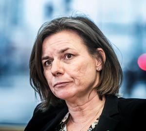 Miljöpartiets språkrör Isabella Lövin vill att Swedavia, som äger flygplatser, ska verka för att minska flygandet. Foto: Tomas Oneborg.