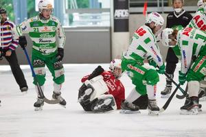 Det var rörigt i VSK-försvaret framför målvakten Henrik Kjellsson mot Sandviken.