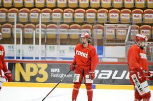 Jacob Olofsson var tillbaka under fredagens värmning i NHK arena.