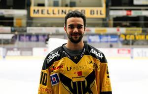 Lucas Venutos flickvän blev glad när hon såg matchtröjan som Patrik Zetterberg letade fram.