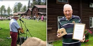 Seth Roos och Alve Larsson, från gymnastikföreningen Rengsjöhararna, är glada över priset.