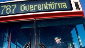 Skribenten bor i Sandviken i Enhörna och är en flitig bussresenär.