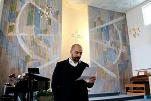 Christian Mölk, tidigare pastor i pingstkyrkan Timrå, förklarar att man ska försöka anordna simskola för afghanerna i församlingen.