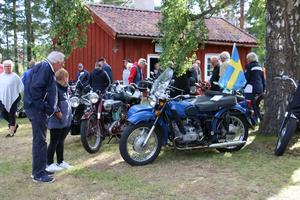 Ett 100-tal motorcyklar och mopeder fanns det att beskåda på veteranfordonsträffen.