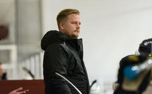 Stefan Gustafsson har ett förflutet som J20-tränare i Mora – och känner till Alex Lind och Adam Helldén sedan tidigare.