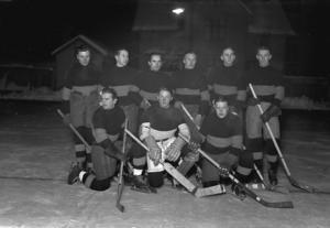 Hockeylaget är Mora IK: s första lag, bild från 1937.