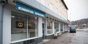 Kafélokalen är stängd för renovering sedan den förra ägaren lämnade över. Den nya ägaren är bosatt i Kolsva och håller just nu på med arbeten inför ett öppnande som hon i dag uppger kan ske tidigast under februari.