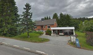 Det här huset i Själevad såldes för 1 375 000 kronor. Foto: Google Street View