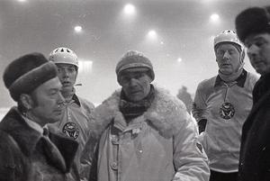Ingvar Wasberg i mitten, Kurre Sedvall bakom till höger. Bilden är från den kaotiska, tredje och avgörande semifinalen mellan Broberg och Örebro 1969 som avbröts flera gånger på grund av dimma innan Broberg vann med 3–0.