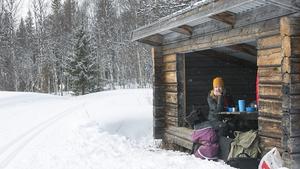 Vi har gått ner till vindskyddet mellan Björnen och Fröå för att ta en lunch.