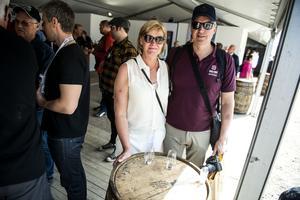 Tina Grahn och Bosse Martinsson från Härnösand tycker det är kul med whisky. De har bland annat varit på whiskyresa till Skottland.