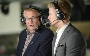 Pelle Hägglund, till vänster, är en av de mest respekterade hockeyjournalisterna i Sverige, med mängder av år på nacken.