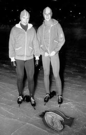 Arkivbild från tidigt 1970-tal. Örjan Sandler och Lasse Landin förberedda inför en träningskväll på Strömsvallen i Strömsund.Foto: Sten Eklund, ÖP