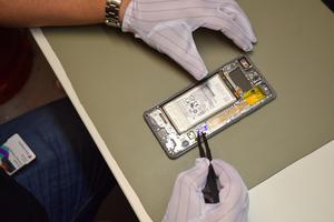 Att byta batteri i din telefon kan räcka långt, menar Christofer.