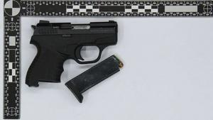 Startpistolen hade gjorts om till ett skarpt skjutvapen. Foto: Bild från polisens förundersökning