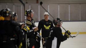 Mikael Backlund var med på VIK:s första ispass i Mimerhallen.