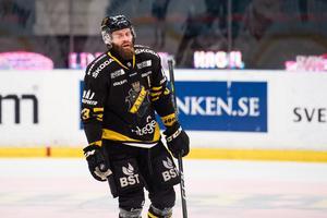 Johan Larsson är ännu inte helt återställd från sin senaste skada. Däremot hämmas han inte av hjärnskakningen som han drabbades av tidigare under säsongen. Foto: Dennis Ylikangas / Bildbyrån