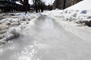 Gång- och cykelvägen längs Skolhusallén är en av de platser där det varit isgata den senaste veckan.