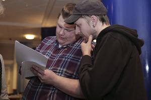 Karl Gustav Nilsson och Joel Holmdahl i Kommunistiska partiet har nu knåpat ihop en motion om att fullmäktiges möten ska webbsändas.