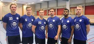 Skälby IBK:s spelare i tröjorna som aktionernas ut för att samla in pengar till Mustaschkampen. Foto: Skälby IBK