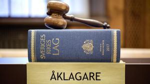 Uppgiften om åtalsbeslut senare i veckan stämmer inte, säger prästens advokat. Det som i stället händer är att åklagaren kan besluta om så kallad slutdelgivning – vilket dock i sin tur kan leda till åtal i ett senare skede.