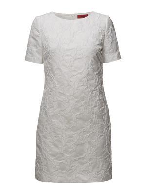 3. Fantastiska broderier på denna klassiska klänning från Hugo Boss. 3499 kronor hos Front Row i Igor.