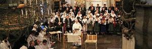 Körer från tre kyrkor och pastoratets alla präster medverkade vid Leksandsmässan som också var Fredrik Lautmanns avskedsgudstjänst. FOTO: EVA HÖGKVIST