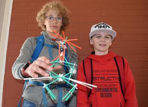 Jon Hansson och Oskar Ezelius har fått bekanta sig med läromedlet 4DFrame i skolan innan tävlingen.
