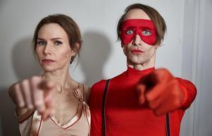 Andreas Hillergren/TTThe Cardigans-sångerskan Nina Persson och Bob Hund-sångaren Thomas Öberg är med i föreställningen