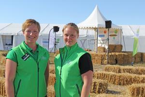 Det brukar vara populärt är att prova på maskinerna, berättar Maria Ivarsson Shartau, som står till vänster om sin kollega Camilla Söderberg.