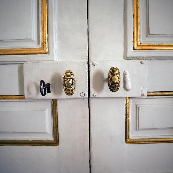 Dörrarna till Svenska akademien. Dörren som öppnas av ständige sekreteraren för  att offentliggöra Nobelpriset i litteratur.Foto: Dan Hansson/SvD/TT
