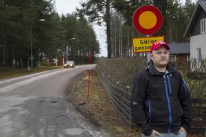 Daniel Sjöholm tycker inte att avstängningen av genomfart över flygfältet i Mohed är någon bra idé.