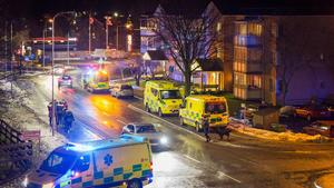 Fyra personer, varav ett barn fördes till sjukhus under kvällen. Polisen hade på söndagen inga uppgifter om skadeläget. Foto: Stefan Christophs/Läsarbild