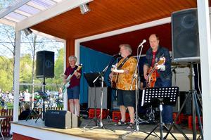Under säsongspremiären av tisdagsträffarna i Säterdalen spelade Backseat Djungle. Nästa vecka blir det Fröken Fräken och 100 procent Sven-Ingvars-låtar.