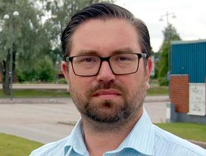 – Det handlar inte om något inbrottsförsök, utan  om meningslös skadegörelse, säger Johan Perjons.