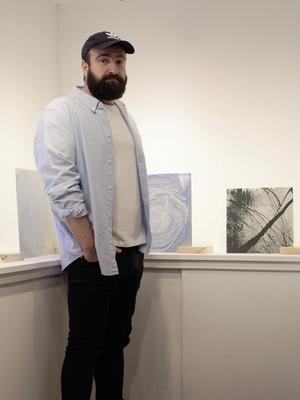 Polat Ghasemloo visar ett antal verk på temat Östersunder.