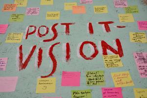 Massor med förslag samlades på visionsplanket – närmare 90 postit-lappar.