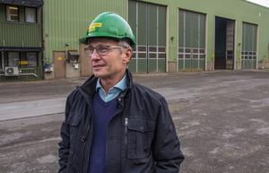 Trots utsläppen tycker Mikael Strandberg att Säverstaverket gör en insats för miljön, genom att ta hand om avfall och elda upp det.