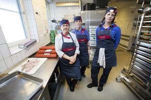 Annika Björklund, Christina Melin Ölander och Marlene Lenander tycker att de inte kan försörja sig på att jobba 62,5 procent. En heltidslön för restaurangbiträden ligger runt  22 000 kronor.