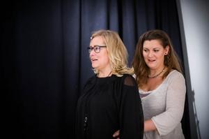 Anneli Björnberg är en av Lina Blomqvists sångelever. Målet med de individuella lektionerna är att hjälpa eleverna att hitta verktyg för att nå de mål de vill.– Det kan vara allt från att någon vill känna sig tillräckligt säker för att kunna sjunga i kör, till att någon ska sjunga på en konsert dagen efter, säger Lina.
