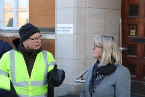 Ingemar Höglund, drivande i Tunetgruppen, i ordväxling med Karin Örjes (C).