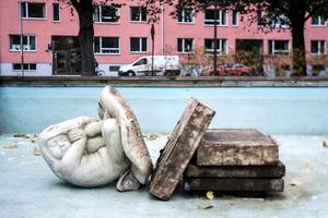 Statyn Tummelisa är skapad av konstnären Stig Blomgren och har sedan den köptes av Norrtälje kommun 1947 vandrat runt i kommunen.