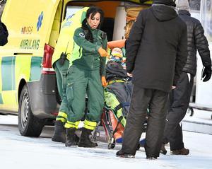 David Pizzoni Elfving hämtades av ambulans. FOTO: Claudio Bresciani/TT