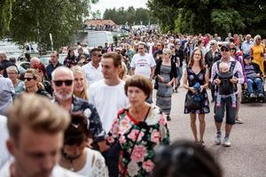 Arrangören hade hoppats på omkring 4 000 besökare men säger på lördagen att man tror att det landade på det dubbla, alltså 8 000.