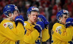 Jesper Sellgren, Fabian Zetterlund och Glenn Gustafsson i tårar efter finalförlusten mot Kanada.Bild: Joel Marklund/Bildbyrån